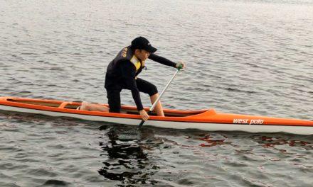 Dobrze się bawić, budować siłę po prostu pływać na kanadyjce